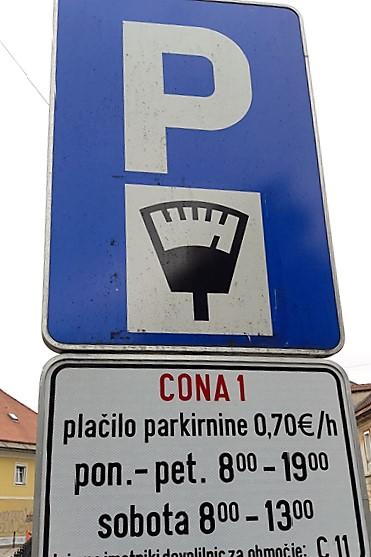 stomatoloska-klinika-parkiranje-na-ulici