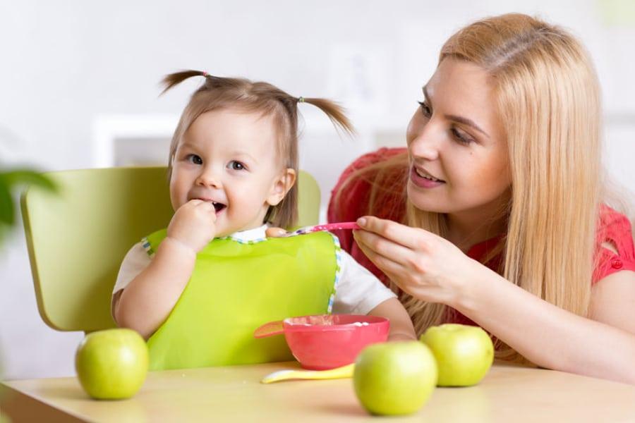Karies se lahko prenaša iz staršev na otroke