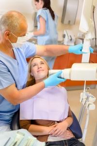 preglčed pri zobozdravniku in zobni rentgen odkrijeta vzrok za zobobol