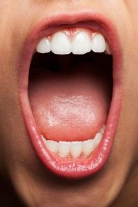 Kako preveriti ali iz ust prihaja slab zadah?