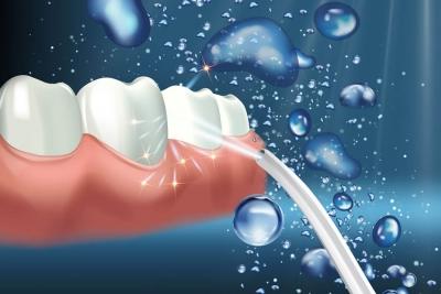 Za boljšo ustno higieno ustna prha očisti prostor med zobmi