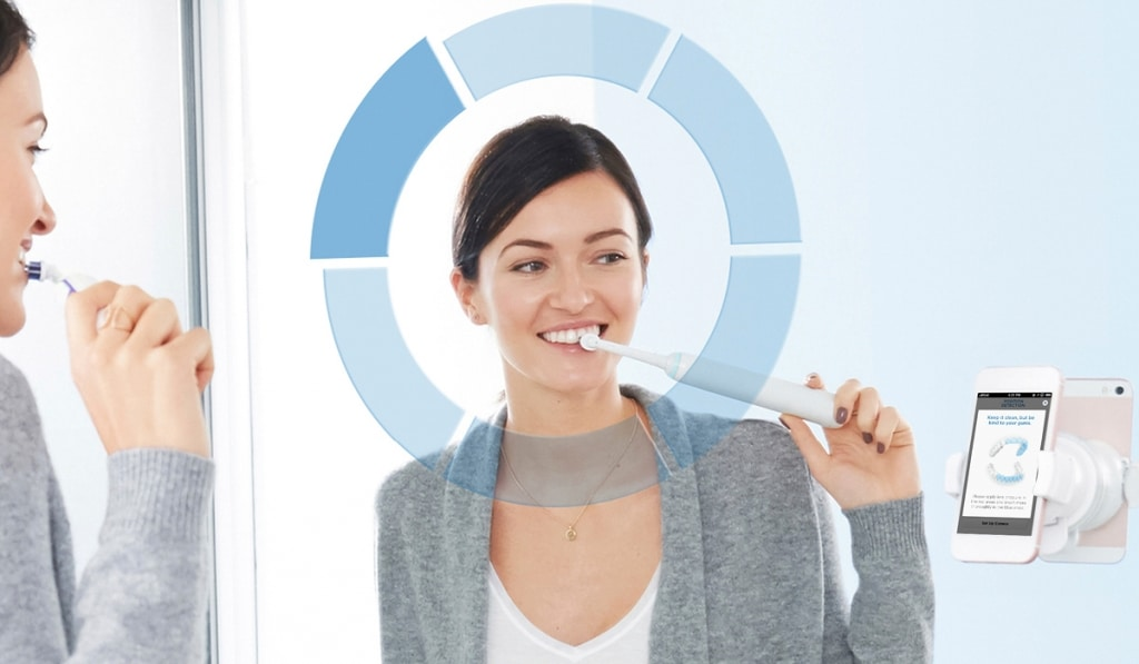 Čiščenje zob z električno ščetko