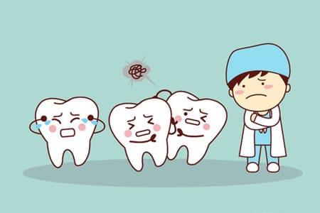 Ortodont vam lahko poravna krive zobe in ustvari lep nasmeh