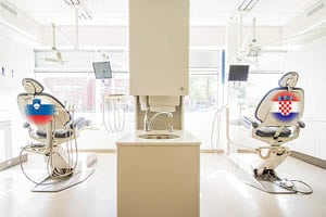 Po implantat ali zobni aparat v Slovenijo ali na Hrvaško?