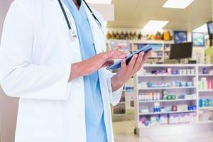 Preverite na tablici v katero dežurno lekarno?