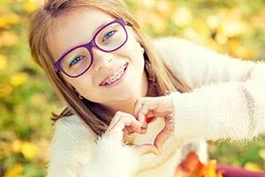 Otroci pogosto obiščejo ortodonta